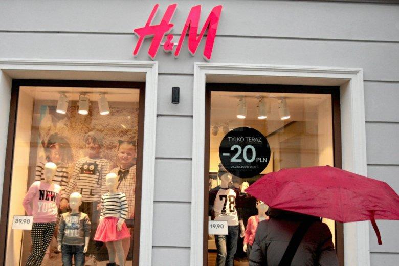 """H&M ma kłopoty, bo muzułmanie zgłosili pretensje o skarpetki z napisem """"Allah""""."""