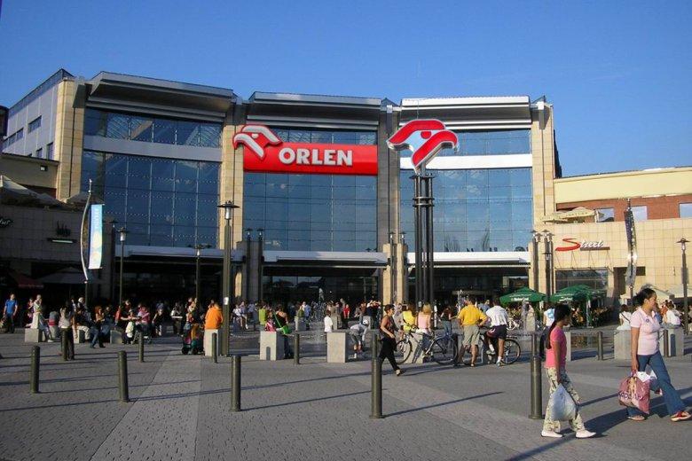 Orlen przygotował się na zakaz handlu w niedziele, budując stację benzynową mieszczącą centrum handlowe.