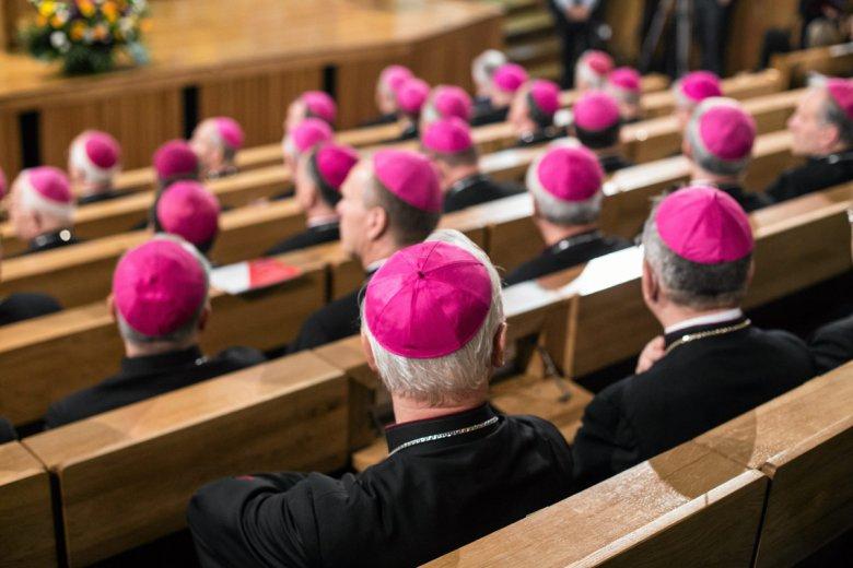 Biskupom znowu udało się wmieszać w politykę i prawa kobiet.