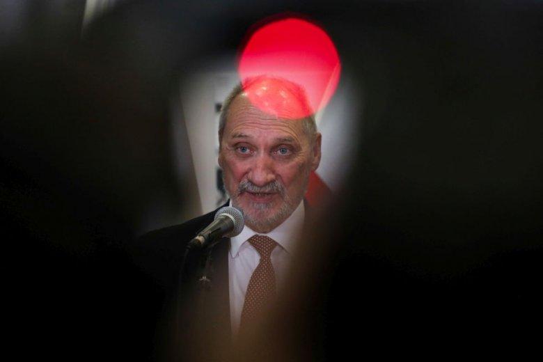 Los Antoniego Macierewicza jest przesądzony: pozostanie ministrem obrony narodowej lub nim być przestanie.