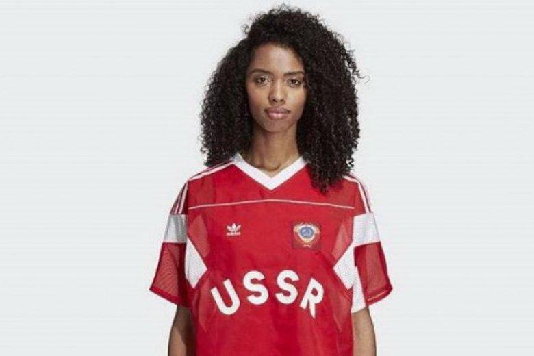 Adidas dodaje do koszulek sowieckie symbole gratis.