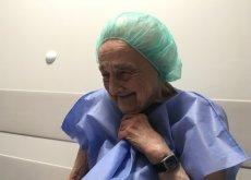 Internauci wysłali 83-latkę do szpitala.
